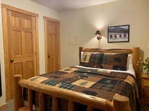 Cozy Cabin Queen Bed